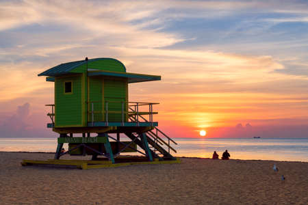 Sunrise by the ocean beach in Miami Beach, Florida 免版税图像
