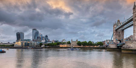 Panoramic view of London City and Tower Bridge at sunset, London, UK 免版税图像