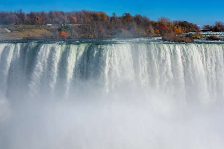 Close up view of the amazing Niagara Falls seen from the Canadian side in Autumn 免版税图像
