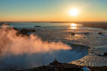 Aerial view of Niagara Falls in autumn sunrise 免版税图像