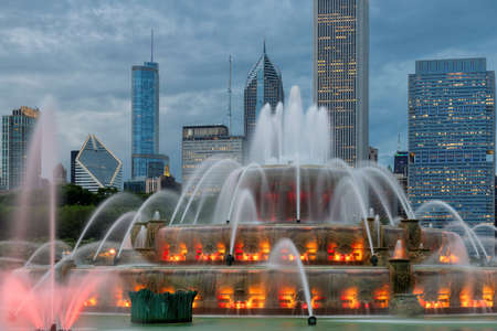 Buckingham fountain and Chicago downtown with skyscrapers at sunset, Chicago, Illinois, USA.