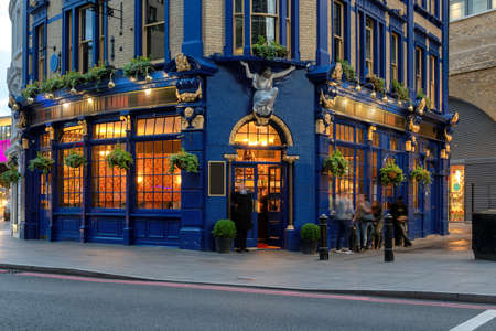 English traditional Pub in central London, United Kingdom 免版税图像