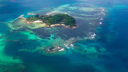 Aerial view of small tropical island in the ocean, Seychelles 免版税图像
