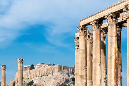 Acropolis in Athens, from temple of the Olympian Zeus in Athens, Greece. 免版税图像