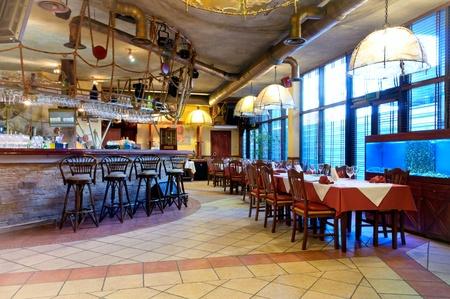 Italienisches Restaurant mit einer traditionellen Einrichtung Standard-Bild - 9583127