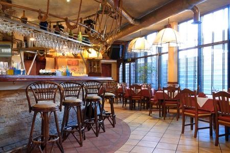 restaurante italiano: Restaurante italiano con un interior tradicional Foto de archivo
