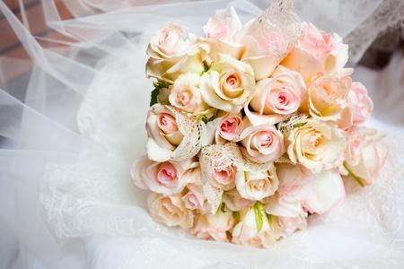 femme mari�e: C'est gros plan de bouquet de mariage Banque d'images