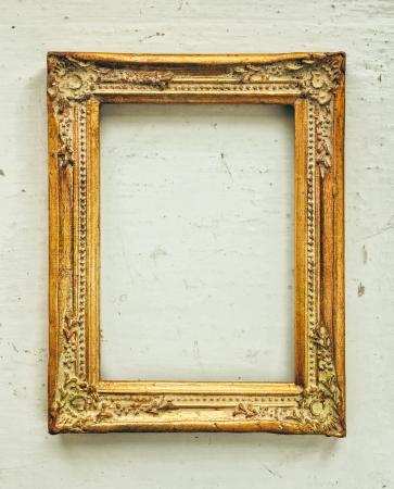 Goldene alten Rahmen auf dem Grunge hintergrund Standard-Bild - 20610378