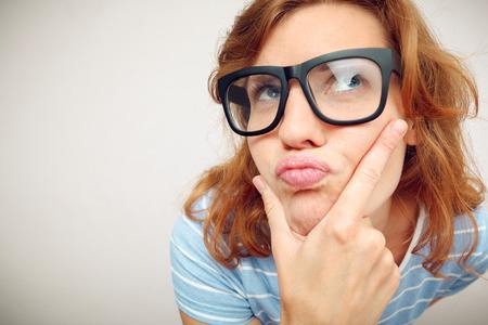 무엇인가에 대한 의문이 재미 있은 소녀의 초상화 - 와이드 렌즈 효과
