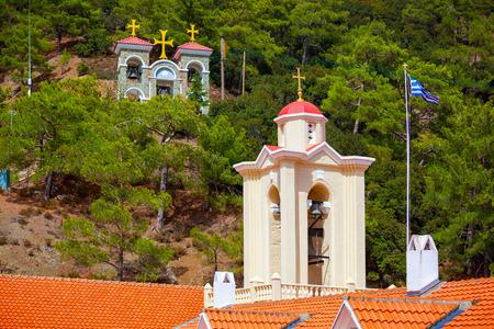 monasteri: Torre con una croce nel monastero di Cipro Kykkos.