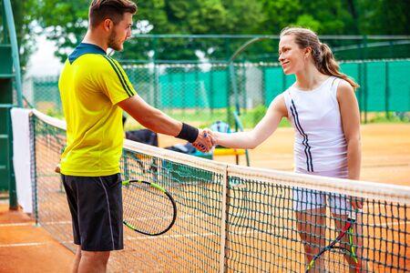 Tennis players shake hands after match. 免版税图像