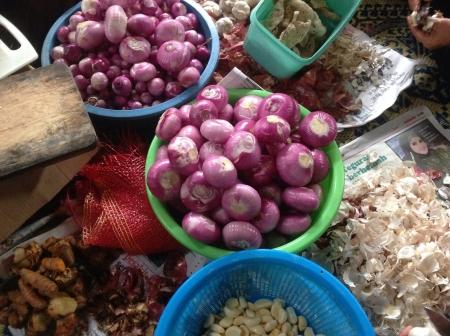 peeled: Peeled onions