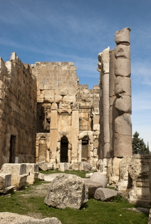 heliopolis: Big stones and columns at the ruins of the old roman city of Baalbek