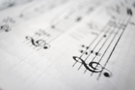 partition musique: Une feuille de partition avec l'accent mis sur le G-clef.