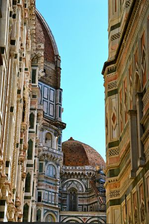 florence italy: Alley View of the Duomo in Florence, Italy