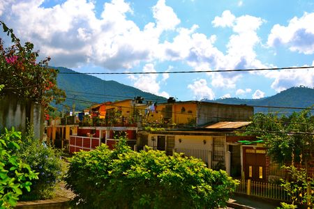 clima tropical: A view of homes in Antigua, Guatemala from a rooftop terrace