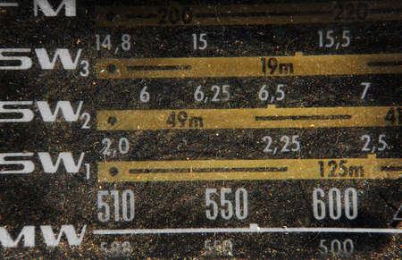 transistor: Detalle de una vieja y polvorienta transistor de radio.  Foto de archivo
