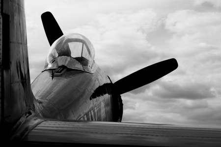 seconda guerra mondiale: �vora, Portogallo - 19 settembre 2009: Hawker Sea Fury FB 11 in Portogallo Air Show 2009. L'aereo Hawker Sea Fury � un britannico navale cacciabombardiere sviluppato dalla Hawker durante la Seconda Guerra Mondiale. Editoriali