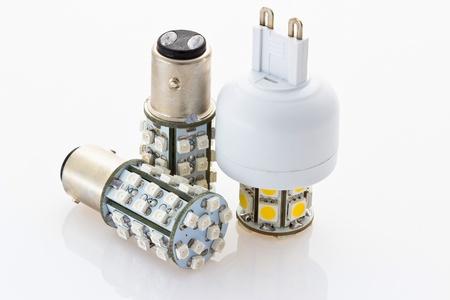 baionetta: due lampadine 12V LED con una baionetta e una lampadina a LED con 230V G9
