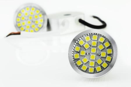 12v: dos bombillas LED MR16 y fuente de alimentaci�n de 12V Foto de archivo