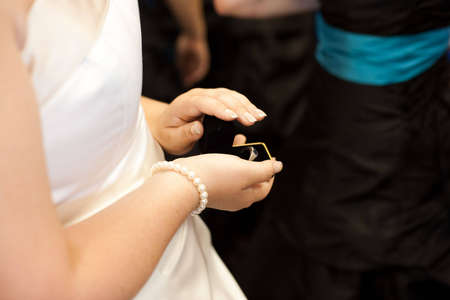 A Bride Shows Off the Ring Imagens
