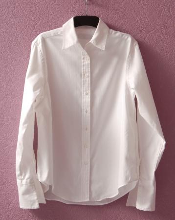 Camisa blanca est� en suspensi�n Foto de archivo - 23667024