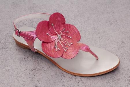 sandalia: hermosa sandalia de color rosa