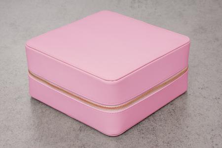 inodoro: rosa tiilet-bolsa con art�culos de tocador