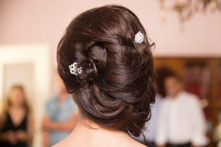 Bride's make up session and hairstyle Standard-Bild