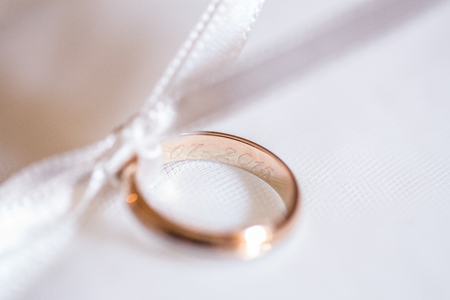 Detail of wedding rings on a small pillow Standard-Bild
