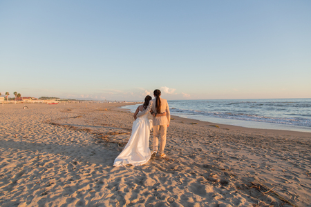 Bride and groom on the beach after the wedding Standard-Bild