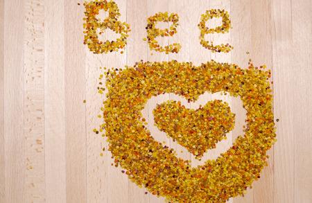 Heart of dried bee pollen Stockfoto