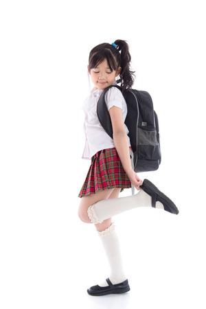 niño con mochila: Retrato del niño asiático en uniforme escolar en el fondo blanco aislado Foto de archivo
