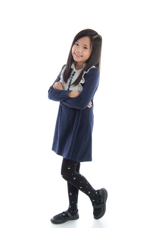 Hermosa niña asiática de pie en el fondo blanco aislado Foto de archivo - 44313407