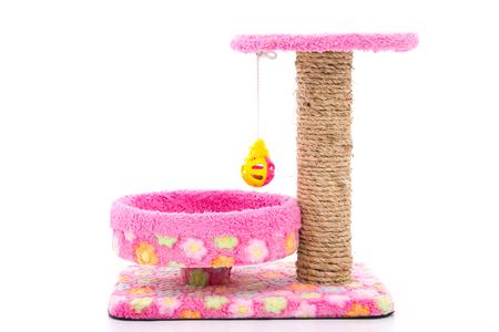 Rosa Katzenbaum auf dem weißen Hintergrund lokalisiert, Produkt für das Spiel und den Schlaf der Katze