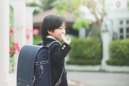 Asian student going to school and waving goodbye Zdjęcie Seryjne