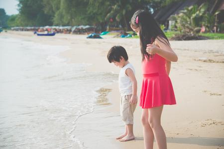 Cute asian children playing on the beach Фото со стока - 87489723