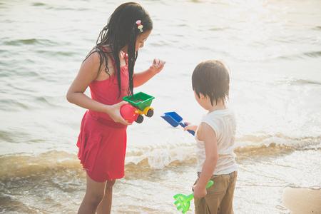 Cute asian children playing on the beach Фото со стока - 87638346