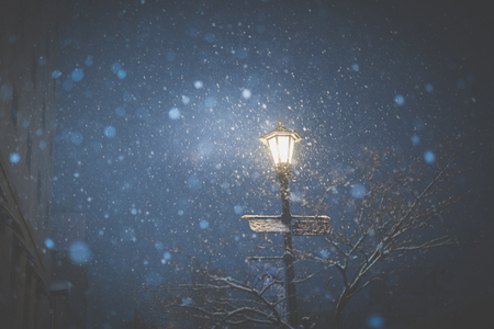 Street lamp in winter night, Aomori Japan Standard-Bild - 101370271