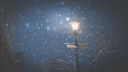 Street lamp in winter night, Aomori Japan Standard-Bild - 101362132