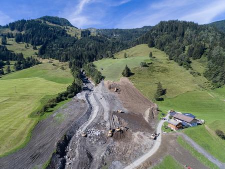 convulsion: Deslizamientos de tierra causan cicatrizaci�n de las laderas de Austria despu�s de fuertes lluvias. Europa