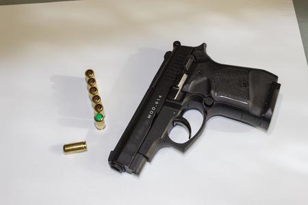 elementos de protecci�n personal: 9 mm color del grado de coincidencia personalizada calibre negro autom�tico de arma de fuego arma de la pistola deportiva o de protecci�n personal o de defensa Foto de archivo