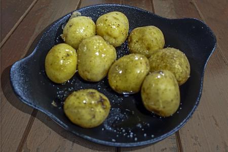 Potatoes pan Reklamní fotografie