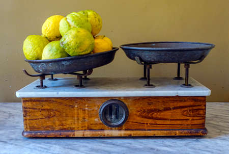 Lemons on the weighing pan - 6840
