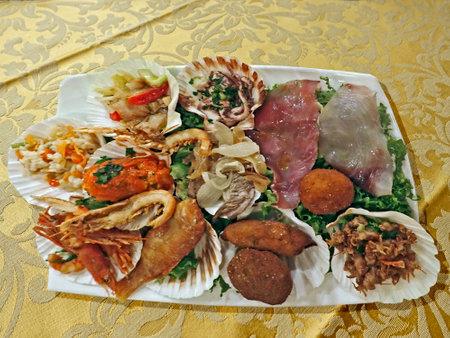 Mixed grilled fish (15) Standard-Bild