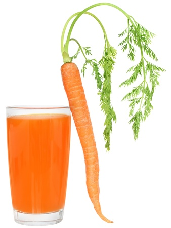 haulm: Glass of carrot juice on a white background.