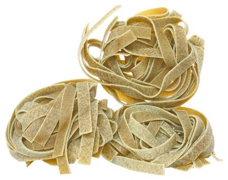 durum: Semoule de bl� dur p�tes aux �pinards de pr�s sur un fond blanc.