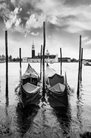 landscape of Venice, great glimpse of canal with gondolas in the foreground Imagens