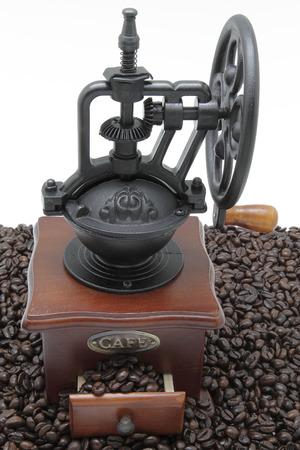 młynek do kawy: coffee grinder with some coffee beans Zdjęcie Seryjne