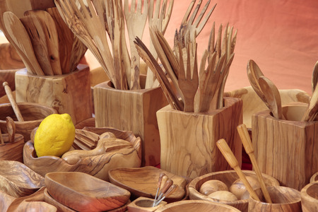 utensilios de cocina: forefront of several cookware carved in olive wood